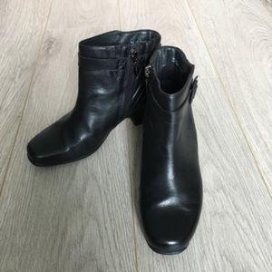 Clarks Women Ankle Boots EUC